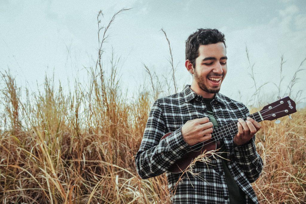 Hvordan står man med ukulelen