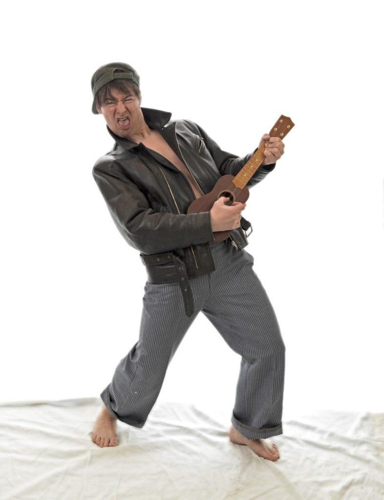 for gammel til at spille ukulele - aldrig